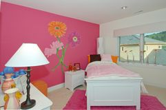 комната s 2 девушок розовая Стоковое Фото