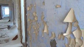 Комнаты в покинутом доме в угольных шахтах города на Chukotka далеко к северу от России сток-видео
