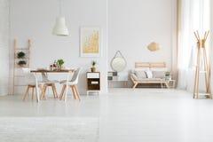 Комнаты в просторной квартире стоковое изображение