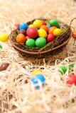 Комод с конфетой пасхального яйца стоковые изображения rf