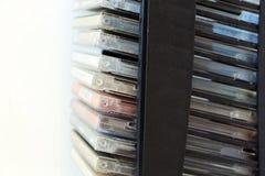 Компактные диски в контейнерах стоковые изображения rf