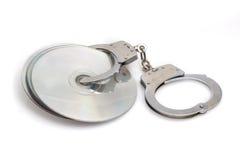 Компактный диск или пират и наручник dvd Стоковая Фотография RF