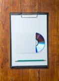 Компактный диск на таблице Стоковые Изображения RF