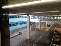 Компактный мост с пассажирами, Цюрих-авиапорт ZRH Стоковые Фотографии RF