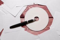 Компакт-диск и ручка Стоковые Фото