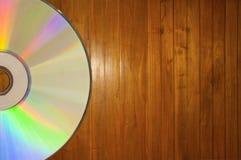 Компакт-диск на деревянной предпосылке Стоковое фото RF