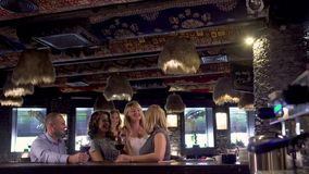 Компания женщин встречает в ресторане около бара видеоматериал