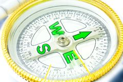 Компас белизна изолированная предпосылкой Оборудуйте которое показывает стоковое изображение