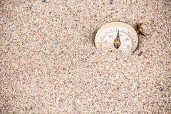 Компас исчезая в песке Стоковые Фото