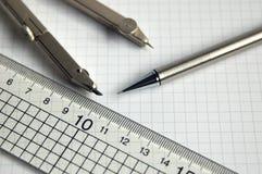 Компас и правитель карандаша стоковое изображение rf