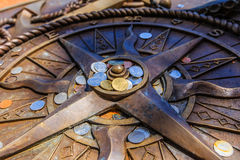 Компас молит для направлять на всю жизнь к счастливому Стоковое фото RF