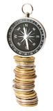 Компас на стоге монеток Стоковое Изображение RF
