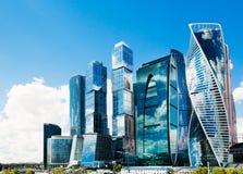 Комплекс города Москвы на предпосылке неба стоковое фото rf