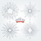 Комплект вектора черных элементов графика Sunbursts Год сбора винограда обозначает изоляты на белизне для приглашений, поздравите иллюстрация штока