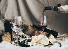 Комплект вина и закуски стоковые фотографии rf