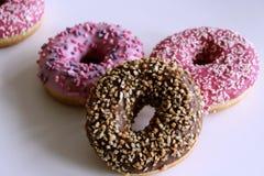 Комплект вкусных donuts на белой предпосылке Взгляд сверху Стоковая Фотография RF