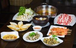 Комплект въетнамских морепродуктов с креветками тигра барбекю, зажаренной сладостной улиткой, скольжением хлеба, пряным clam пара Стоковое Изображение RF