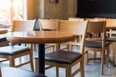 комплект деревянных круглого стола и стула Стоковые Изображения RF