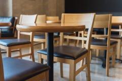 комплект деревянных круглого стола и стула Стоковое Изображение