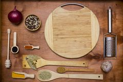 Комплект деревянных утварей и специй Стоковое Фото