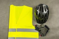 Комплект для велосипедиста, который нужно быть безопасный и более видимый на дороге Стоковые Фотографии RF