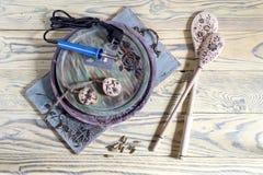 Комплект инструментов для гореть деревянный с соплами стоковое фото rf