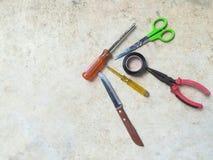 Комплект инструментов механика на конкретной предпосылке Стоковая Фотография RF