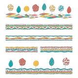 Комплект картин нарисованных рукой декоративных Красочные безшовные границы с деревьями и абстрактными мотивами иллюстрация вектора