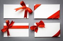Комплект карточек с красными смычками тесемок Стоковое Изображение