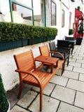 Комплект коричневых и черных стульев Стоковые Изображения RF