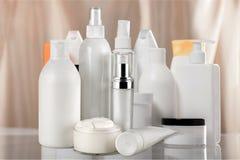 Комплект косметических продуктов в белых контейнерах Стоковые Изображения RF