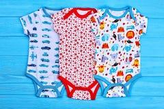 Комплект красивых bodysuits для newborn стоковые изображения rf