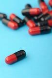комплект красного цвета капсул предпосылки черный голубой Стоковые Фотографии RF