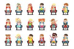 Комплект милых маленьких ребеят в 3D-glasses иллюстрация штока