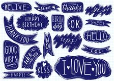 Комплект нарисованный рукой речи клокочет с рукописными короткими фразами да, спасибо, я тебя люблю, поднимает, с днем рождения,  иллюстрация вектора