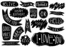 Комплект нарисованный рукой речи клокочет с рукописными короткими фразами да, спасибо, я тебя люблю, поднимает, с днем рождения,  иллюстрация штока