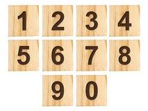 Комплект номеров от 0 до 9 на деревянных кубах изолированных на белой предпосылке Стоковое фото RF