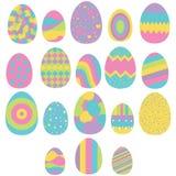 Комплект 18 пасхальных яя изолированных на белизне Стоковая Фотография