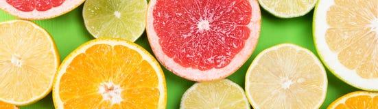 Комплект плодоовощ цитруса на зеленой предпосылке Стоковые Изображения RF