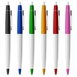 Комплект 6 покрасил ручки шариковой авторучки с кнопками и металлом Стоковое фото RF