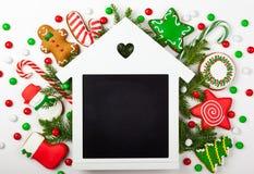 Комплект пряника рождества на белой предпосылке стоковое изображение rf