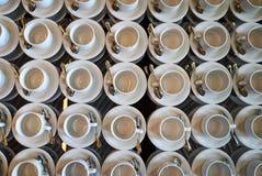 Комплект пустой белой керамической кофейной чашки чая или и поддонников, верхней части VI Стоковая Фотография