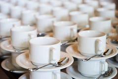 Комплект пустой белой керамической кофейной чашки чая или и поддонников, верхней части VI Стоковые Изображения