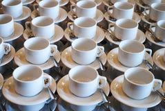 Комплект пустой белой керамической кофейной чашки чая или и поддонников, верхней части VI Стоковые Фотографии RF