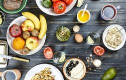 Комплект, различные завтраки Здоровый завтрак, диета, яичко, авокадо, сыр, каша, органическая, взгляд сверху стоковое фото rf