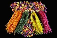 Комплект различных видов красочных итальянских макаронных изделий, в форме гриба на черной предпосылке, здоровая концепция еды, к Стоковые Изображения