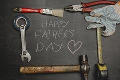 Комплект различных инструментов на темной предпосылке Концепция для Father& x27; день s Взгляд сверху Стоковая Фотография