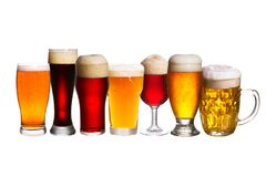 Комплект различных стекел пива Различные стекла пива Эль изолированный на белой предпосылке Стоковые Фотографии RF