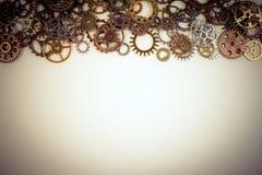 Комплект ржавых шестерней металла или cogs зацепляют на белой предпосылке стоковые фотографии rf