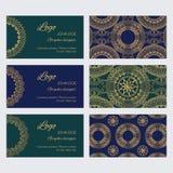 Комплект роскошных золотых орнаментов, рамок и картин на голубых и зеленых предпосылках иллюстрация вектора